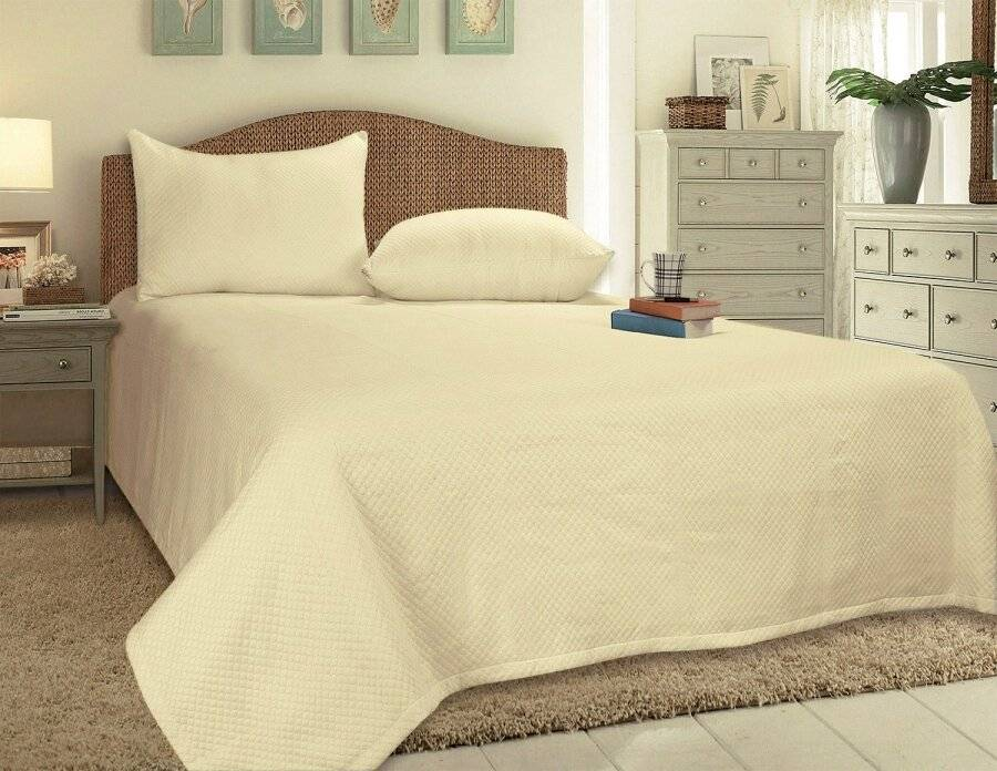European Style Woven Matelasse Bedspread, 2 Pillow Shams - Cream