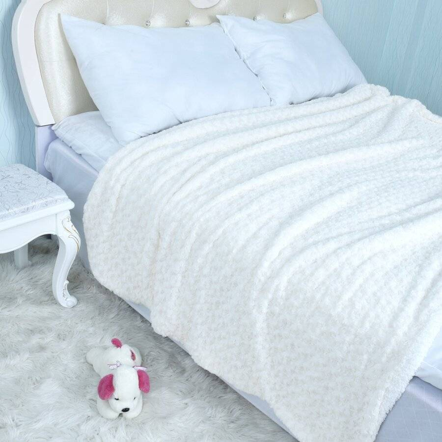 EHC Super Soft & Warm Sherpa Throw For Armchair or Single Bed - Cream