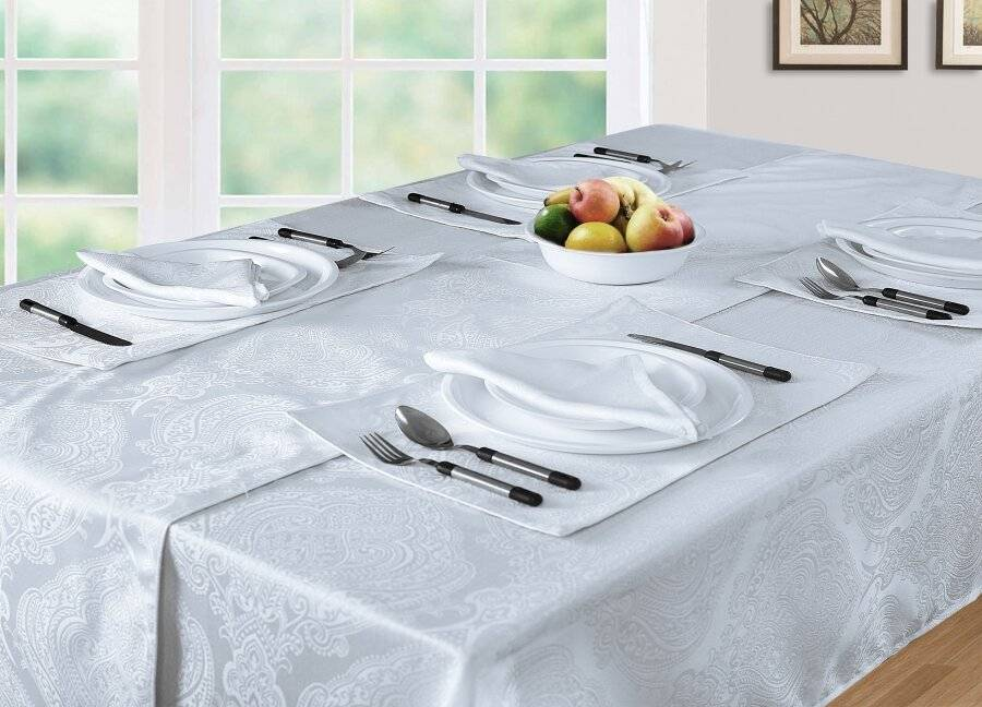 "Luxury Damask Pack of 4 Rectangle Placemats in White, 13"" x 18"""
