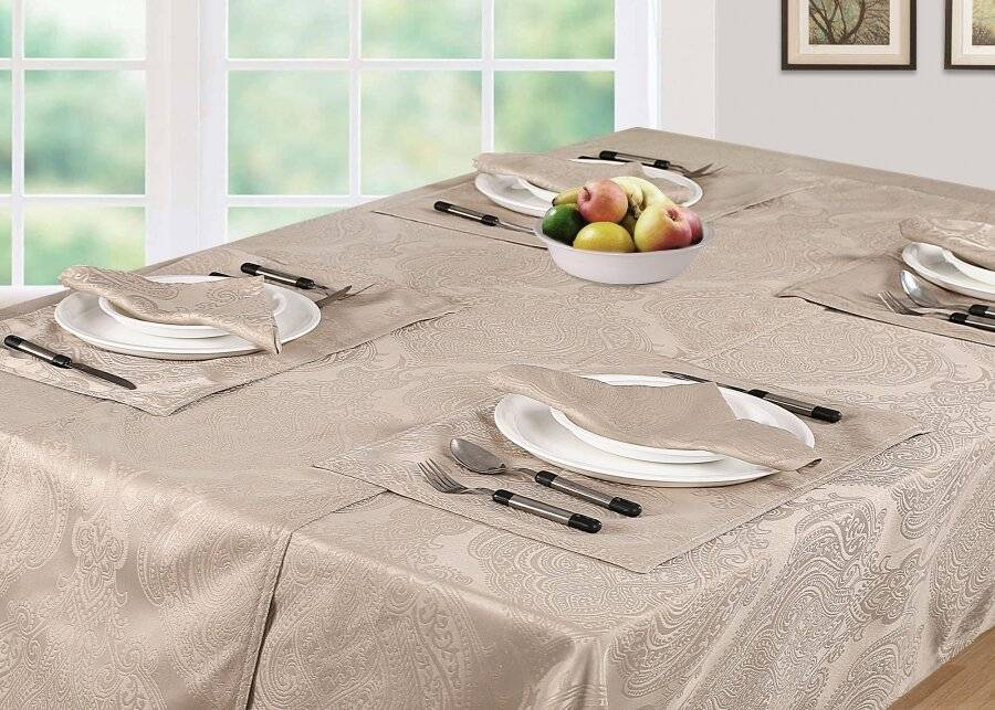 Luxury Damask Rectangular Tablecloth - Beige (138 cm x 229 cm)