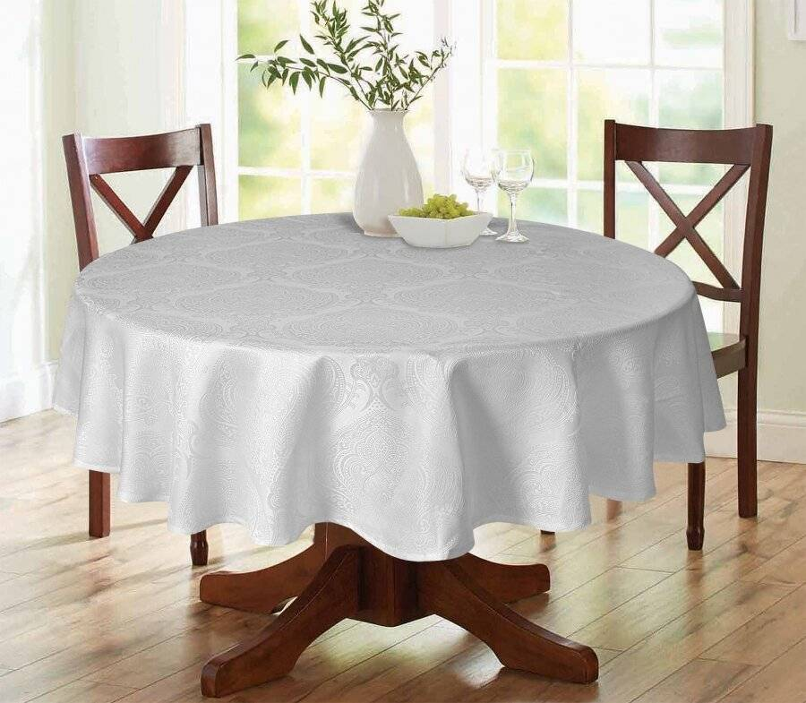 "Luxury Damask Round Tablecloth - White 69"" (175cm)"