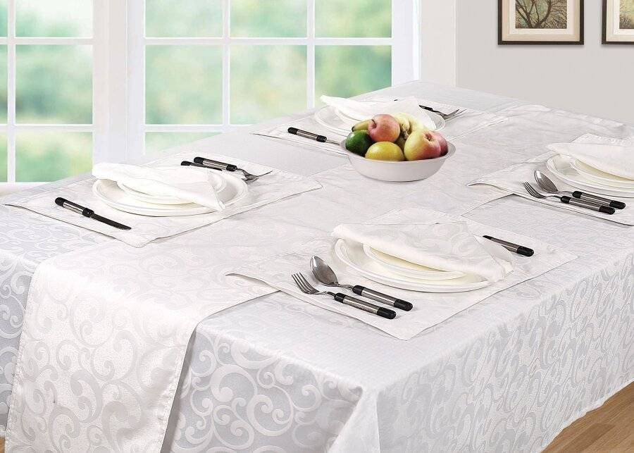 Luxury Scroll Pack of 4 Table Napkins, Serviettes - White