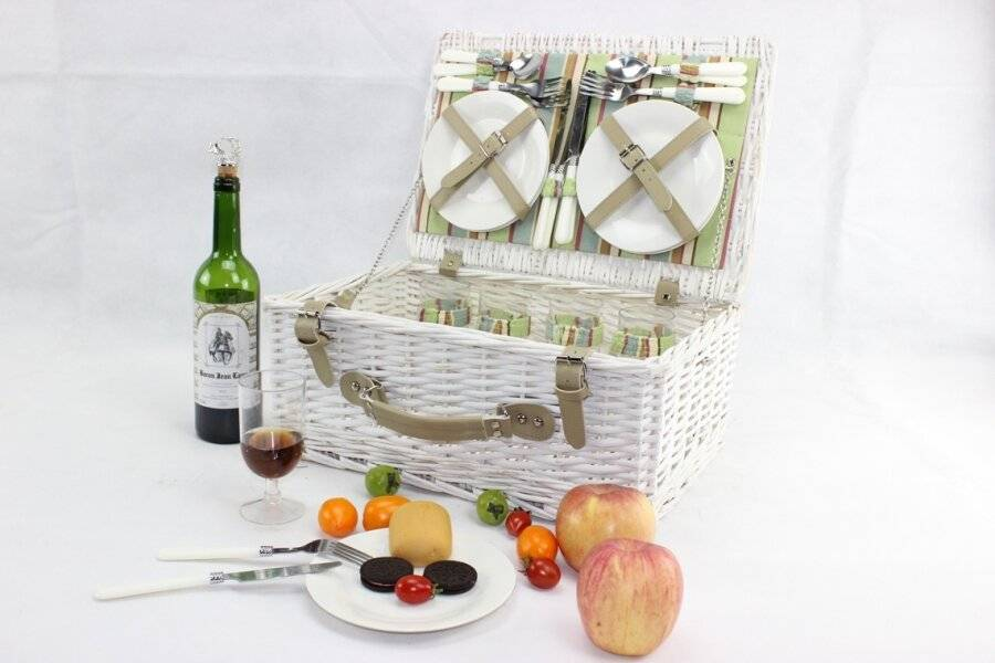 Woodluv White Wicker Antique Picnic Basket For 4 Persons With Handle